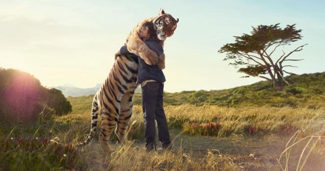 tiger-hugging-man-2